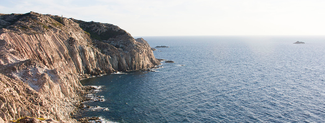 L'Isola di San Pietro e le scogliere dei Falchi.