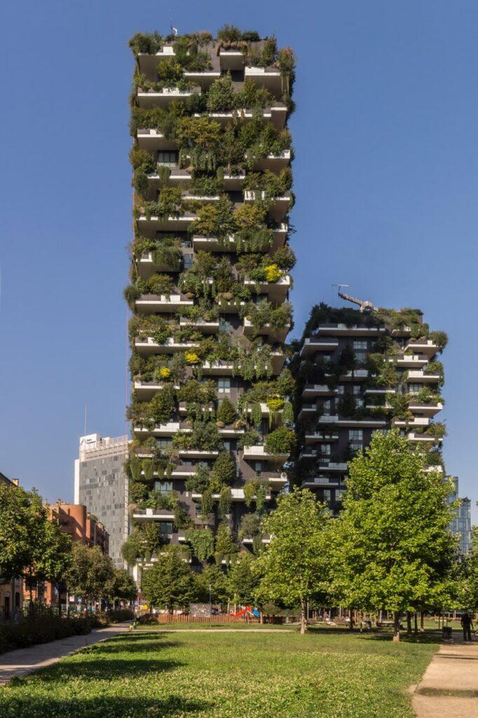 Questa immagine ha l'attributo alt vuoto; il nome del file è Bosco-Verticale-Vertical-Forest-towers-Milan-Stefano-Boeri-03-Inexhibit-682x1024.jpg