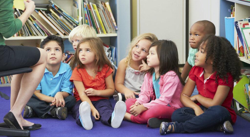Questa immagine ha l'attributo alt vuoto; il nome del file è Scuola-bambini-1-1024x563.jpg